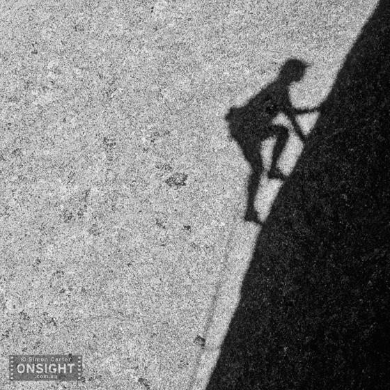 Enga Lokey's shadow slabbing pitch 2 of The Edge of Pleasure, Mt Buffalo.